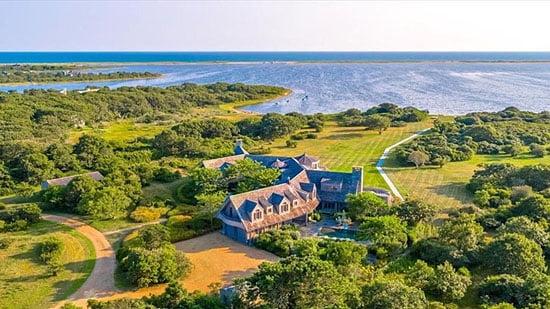 Obama Eyes Property in Martha's Vineyard