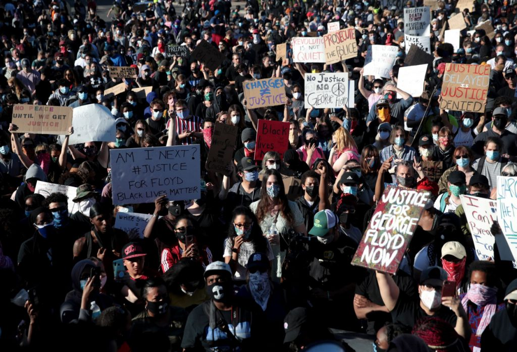 Thousands of Americans gather to protest.