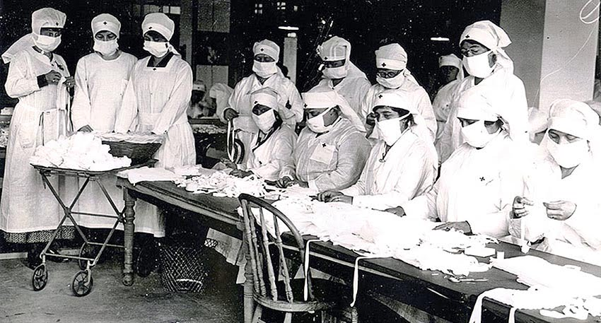 Red Cross volunteers assemble gauze influenza masks during the 1918 flu pandemic. Photo: CDC